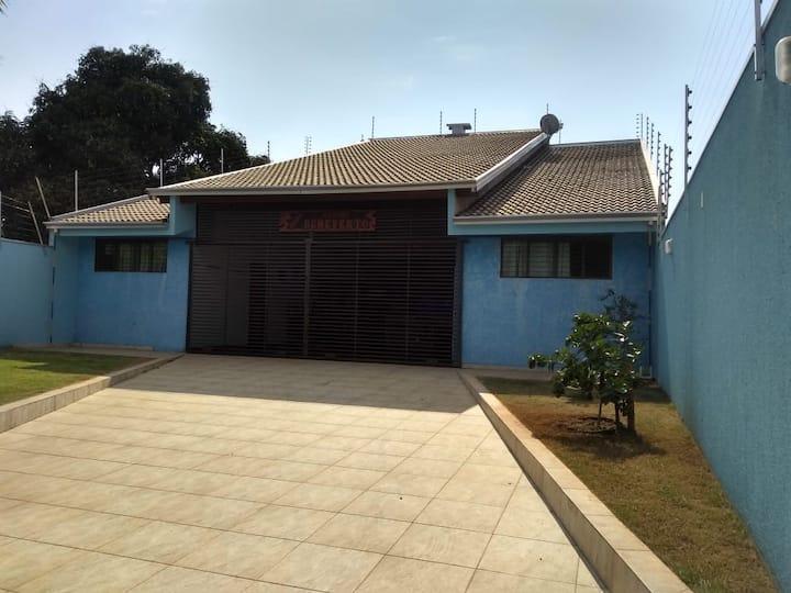 Casa em Rosana  com ar condicionado. Otimo espaço