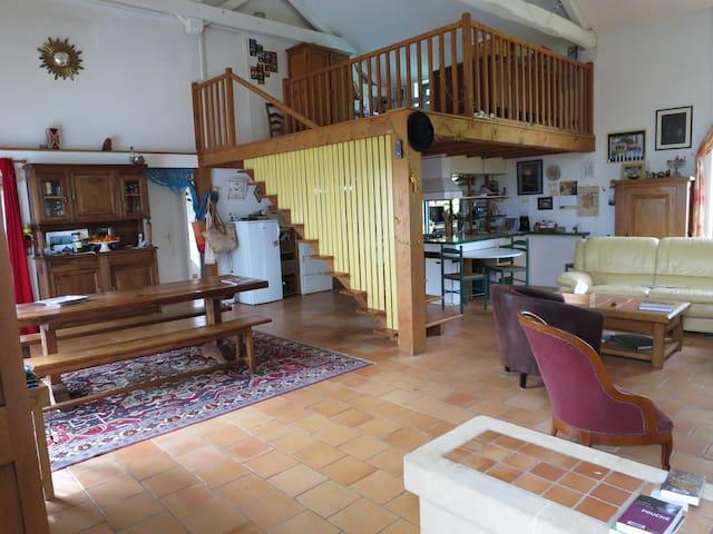 très grande maison à la campagne - Saint-Laurent-des-Hommes - Casa