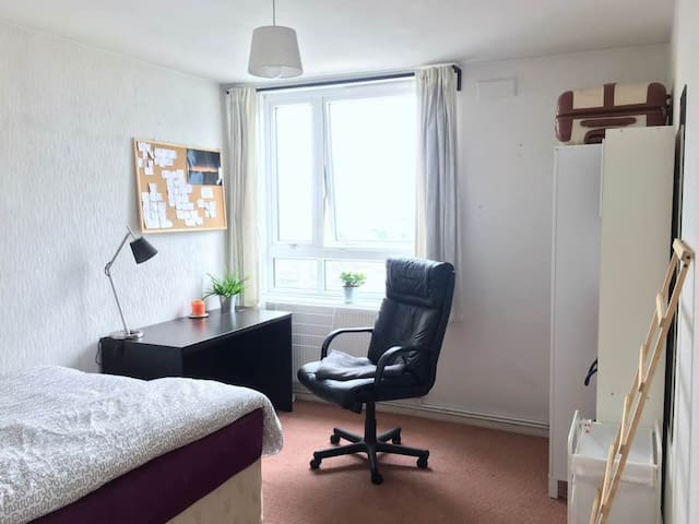 Double Room in Zone 1 by Regent's Park - London