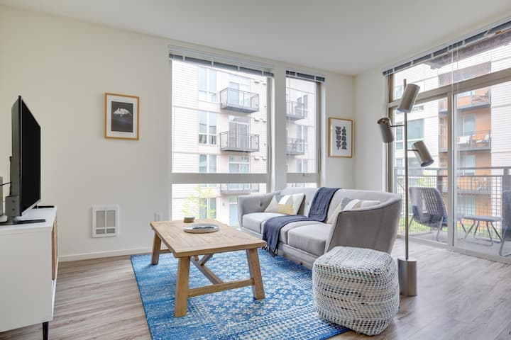 Striking Mercer Island 2 Bedroom