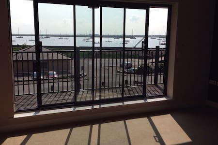 BEAUTIFUL RIVER-VIEW HOME - Burnham on Crouch  - Apartament