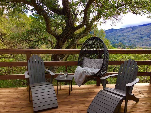 Come Shelter At Romantic Wine Country Treehouse!