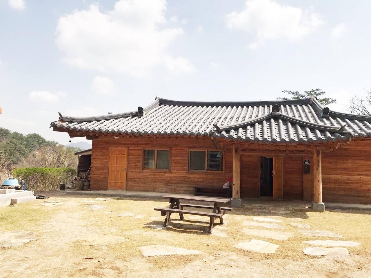 단양 시골의 정취와 자연을 한껏 느낄 수 있는 숲 속의 오두막입니다. (This is Korean traditional house in forest, you can enjoy the fully nature and korean country life. )