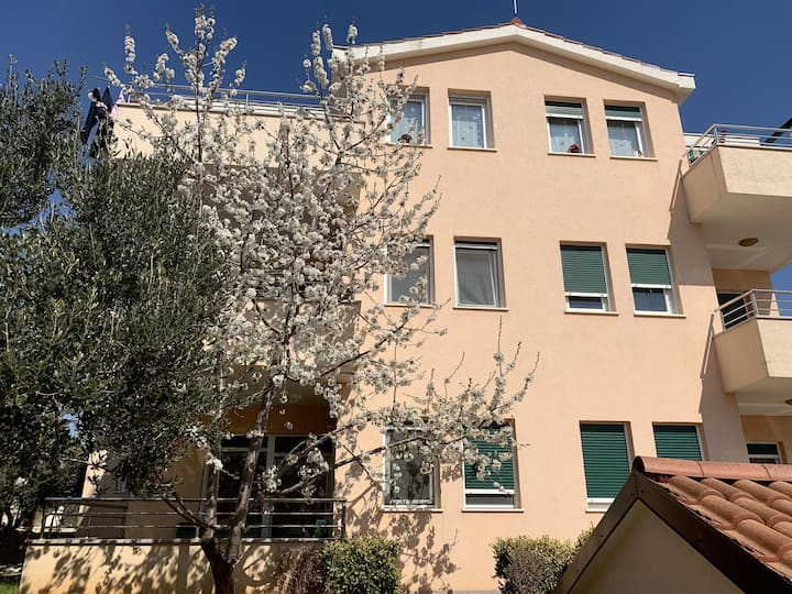 Peaceful village apartment for 4 near Trogir
