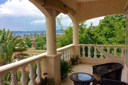 Villa Paloma-A luxury beautiful ocean view home.