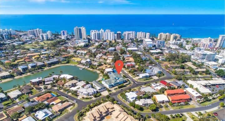 Waterfront 3 bedroom unit - walk to Mooloolaba Beach