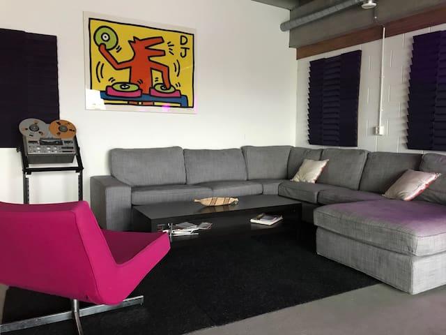 The DJ Lounge