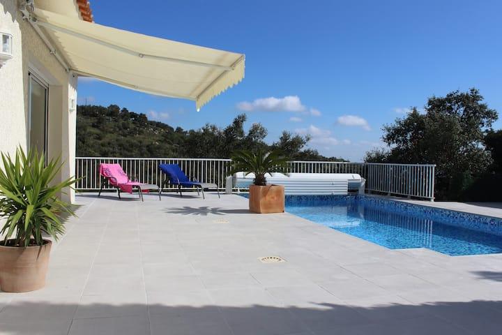 Villa se coloca con la piscina en catalán País