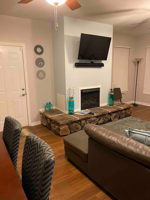 Cheerful 2bdrm home with indoor fireplace