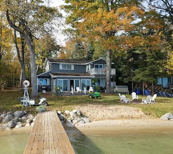 A BEAUTIFUL cottage right on Mullett Lake!