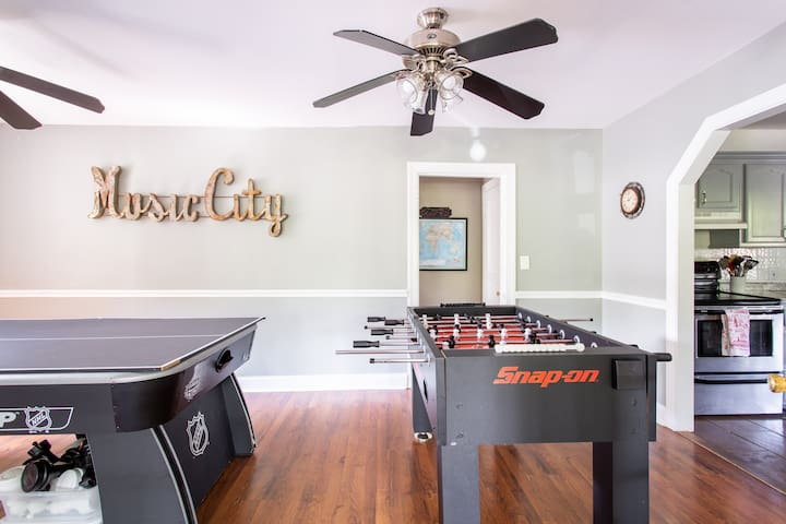 Swim year round. Quiet Cottage.East Nash.Game Room