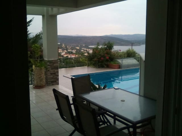 Ισόγειο μονοκατοικίας με πισίνα - Akti Nireos - Hus