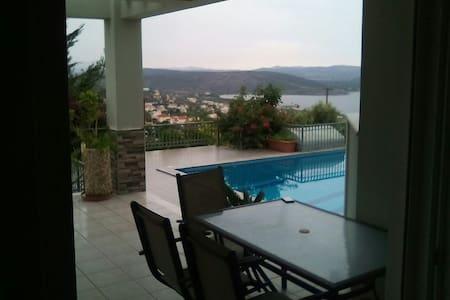 Ισόγειο μονοκατοικίας με πισίνα - Akti Nireos
