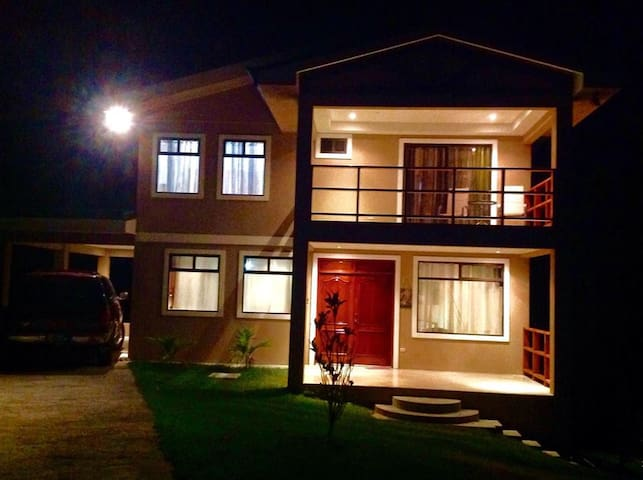 Casa Isabelita is  Cozy,  Comfy, Peaceful & Serene - Nuevo Arenal - House