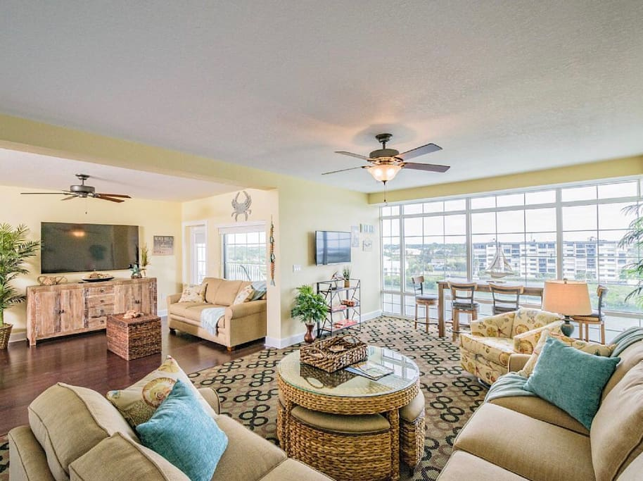 Enjoy this penthouse unit, great for entertaining and sleeps 10