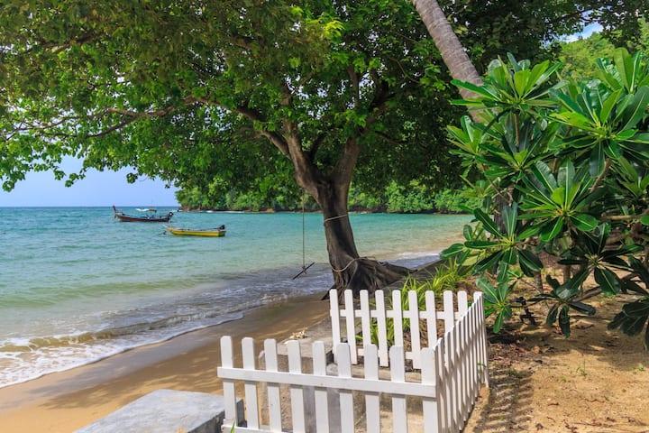 Beachfront villa, perfect family holidays on Ao Yon beach