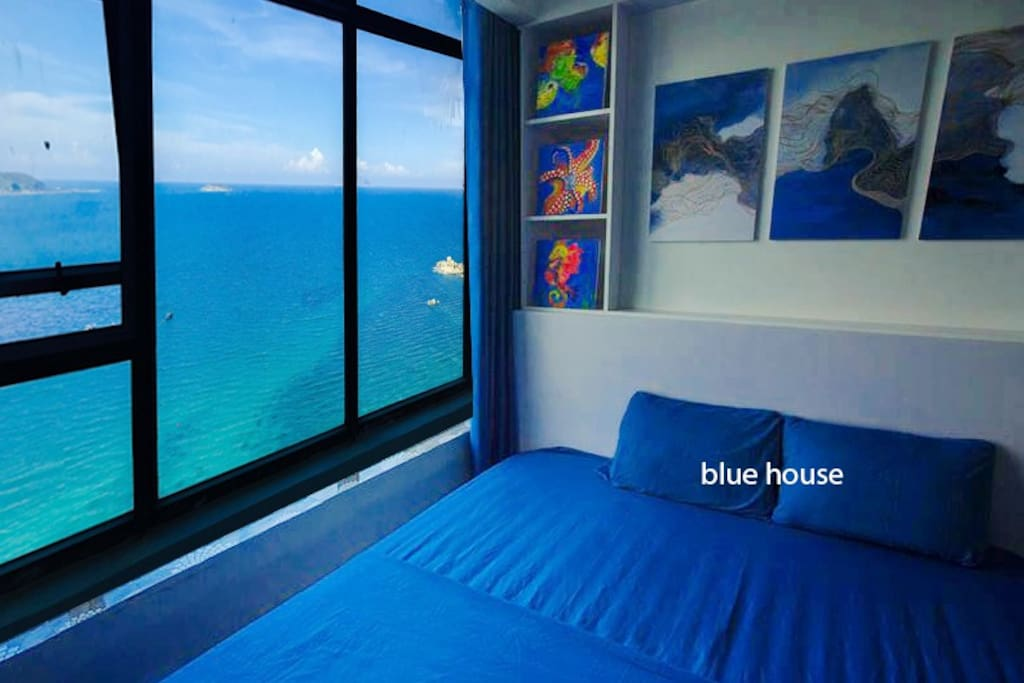 The bedroom overlooking the sea, from here can look very nice sea, especially at dawn and sunset