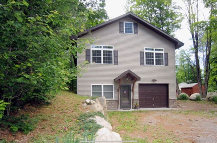 Beautiful Two Story Camp with Lake Access
