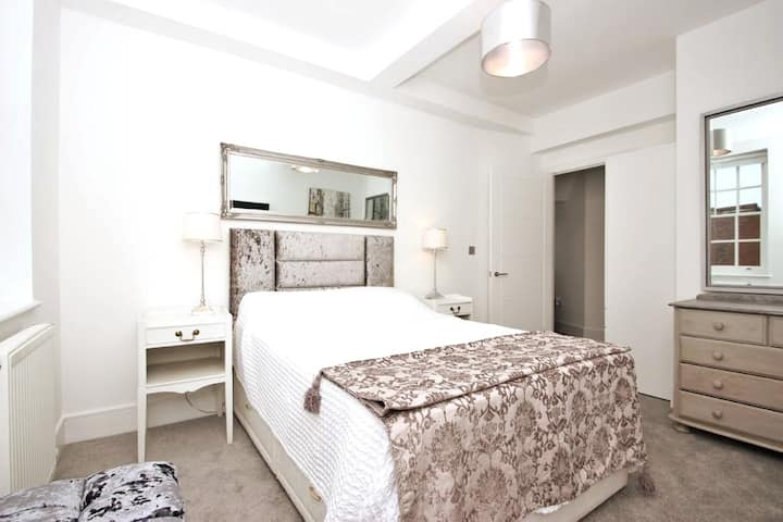 Luxury Penthouse Apartment in Heart of Stratford