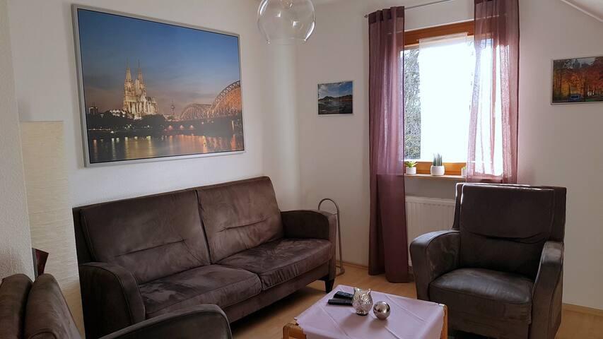 """gemütliches Wohnzimmer """"mit Blick auf den Kölner Dom"""""""