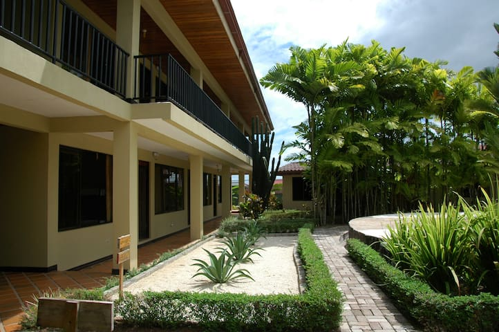 Shared  Dorms Arenal Backpackers Resort