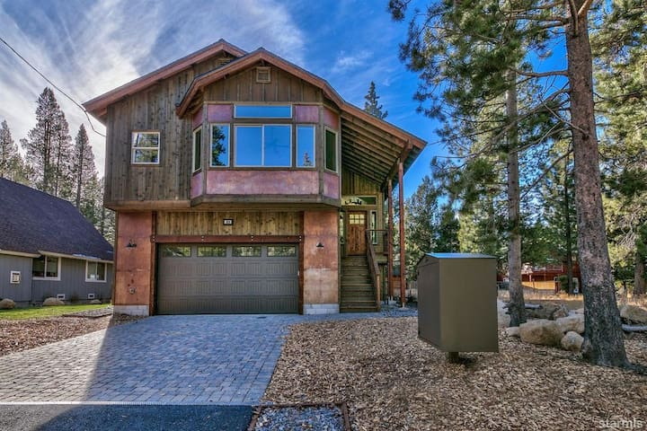 Stunning new home by the Truckee River and Sierra
