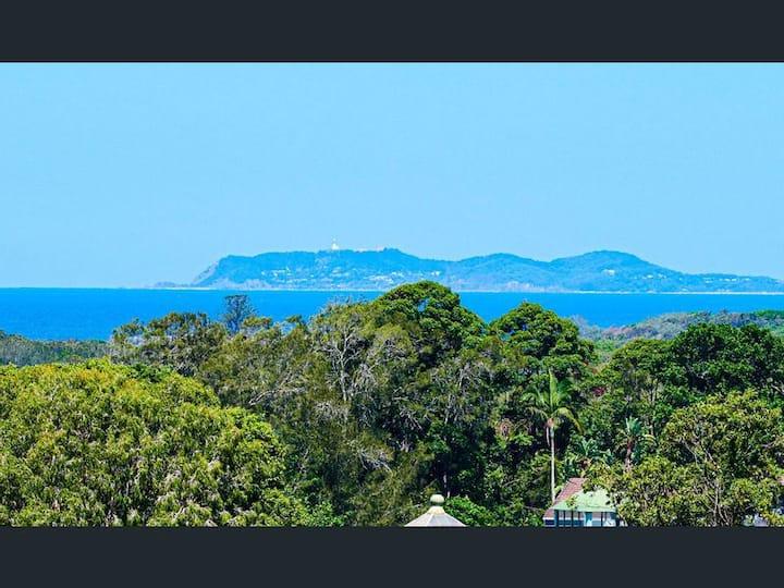 Byron Bay Stunning ocean views, 2 mins to sand.