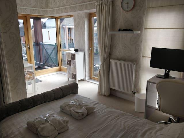 Stylish room with En suite Bathroom and Balcony