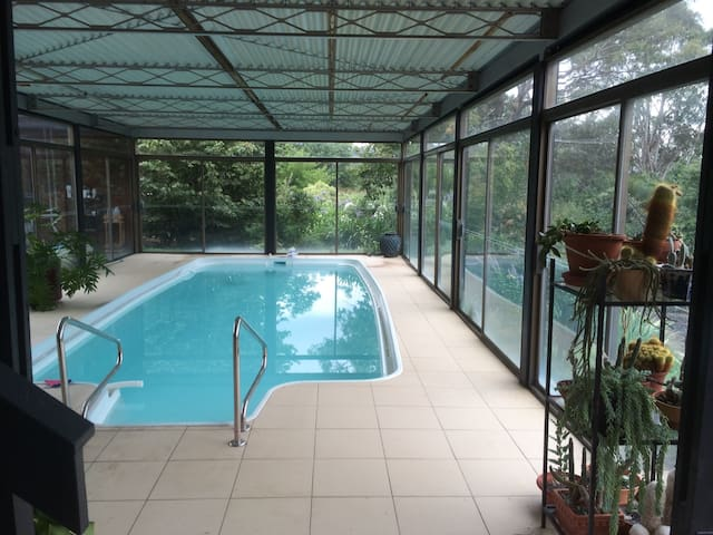 2 Bedroom Sunny garden with Pool - Chapman Canberra - Bed & Breakfast