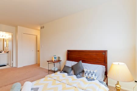 Spacious Room - with Attached Full Bath Inside - Royal Oak - Apartment