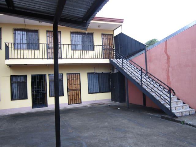 A quiet and convenient place - Alajuela - Appartement en résidence