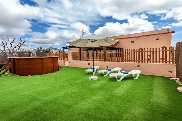 Cosy Villa Serena in a Quiet Location with lots of Privacy, Terrace & Wi-Fi; Parking Available