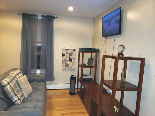 2Bd Apt. in Quiet Private Home just 30 Min to 34th