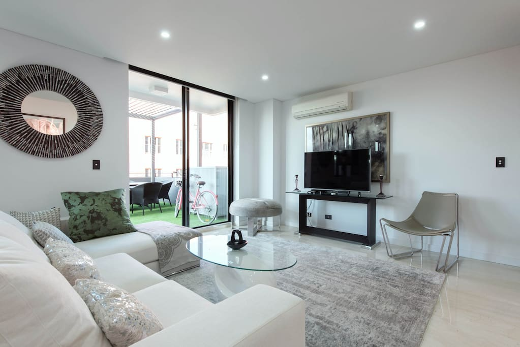 The 150m2 penthouse offer plenty of space and privacy to enjoy your stay in Sydney