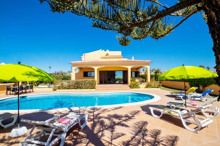 SUPERB VILLA WITH PRIVATE POOL, AIR CON ...