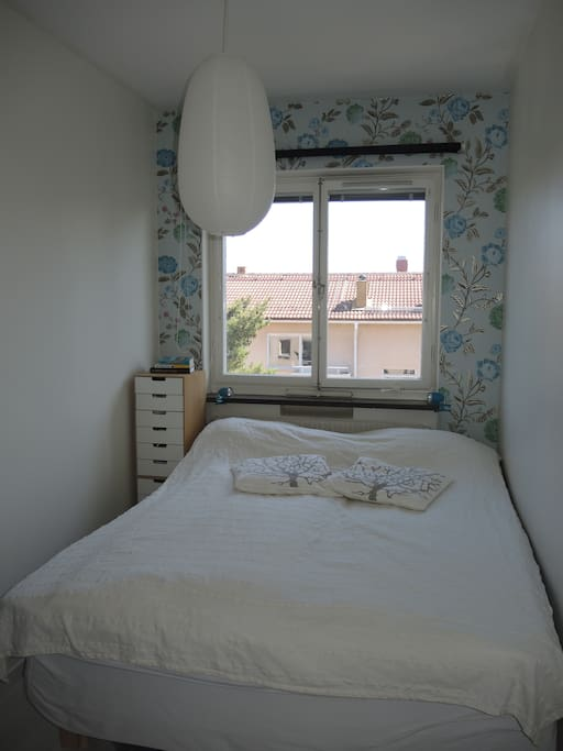 Bed room with 160 cm bed