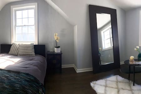 RENOVATED BEDROOM & BATHROOM IN NORWALK - Norwalk