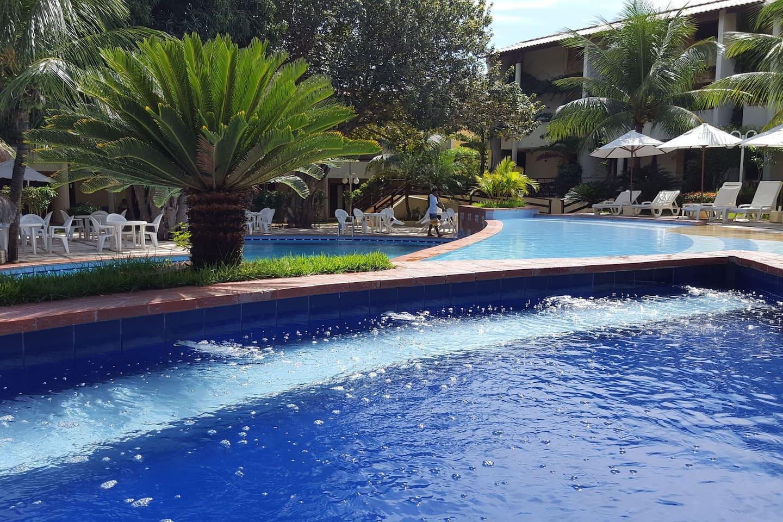 Bela vista da piscinas com hidromassagem do Solar Pipa.