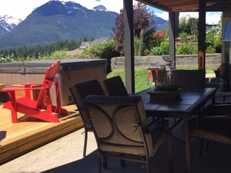Welcome To Stawamus Suite Best Views From Hot Tub Guest Suites For Rent In Squamish British