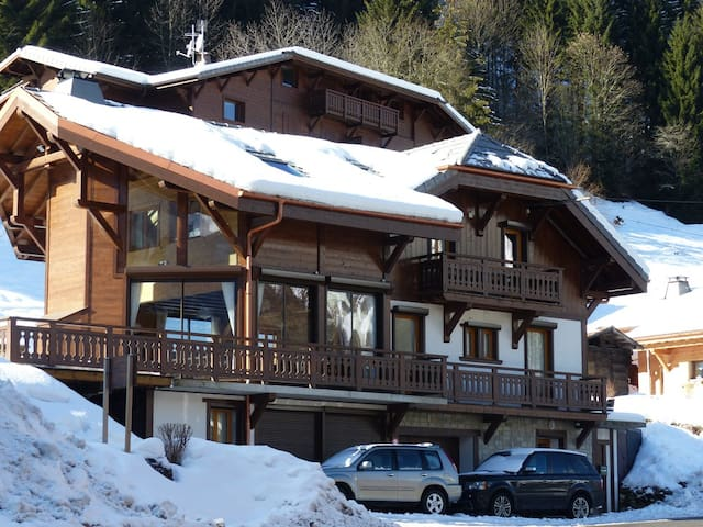 Chalet Ice - Luxury Catered Chalet Hot Tub & Sauna