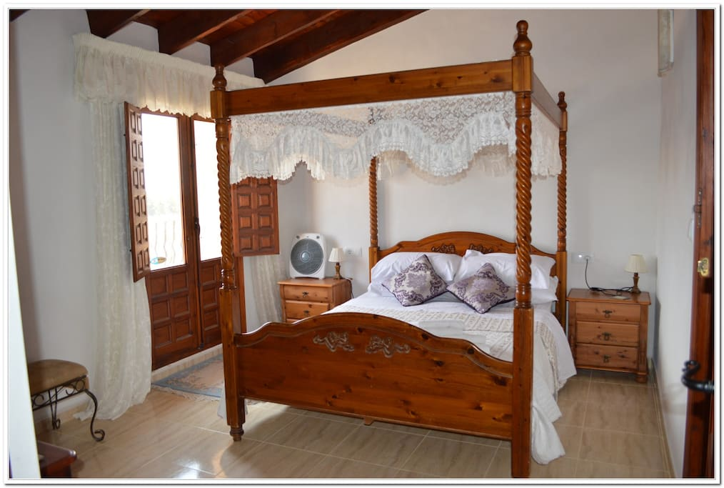 King-Size 4 poster Bedroom with En-suite