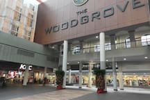 Woodgrove Shopping Centre (1 to 2 minutes' walk from the apartment). You can find a 24-hour McDonald's, KFC, Subway, a 24-hour coffee shop, a Kofu coffee shop, a huge 24-hour NTUC Fairprice supermarket, a 7-Eleven store, a clinic & other shops here.