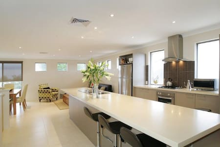 Seal 4 Bedroom House by Shoalwater Executive Homes - Shoalwater - Haus