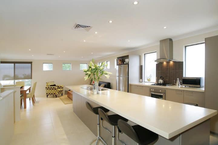 Seal 4 Bedroom House by Shoalwater Executive Homes