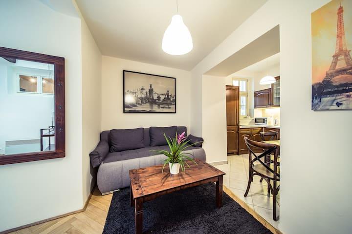 4.SUPERB historical location,COZY apartment