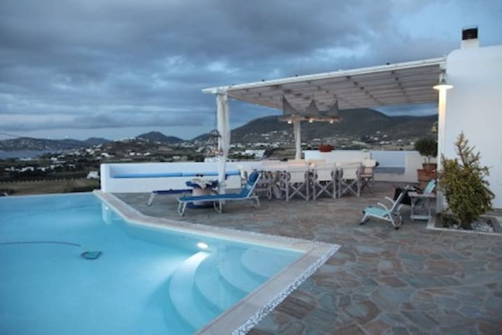 Luxury Private Villa for 4-8 people - Parasporos - Vila