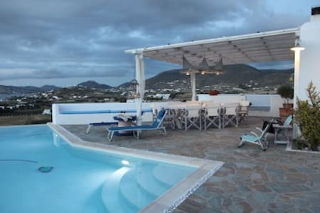 Luxury Private Villa for 4-8 people - Parasporos - Villa