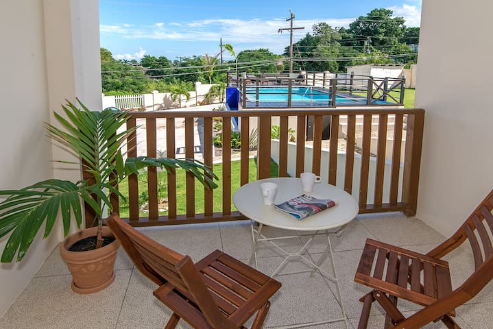 Lovely 2BR w/Pool, FREE Beach Shuttle, Mo Bay #4