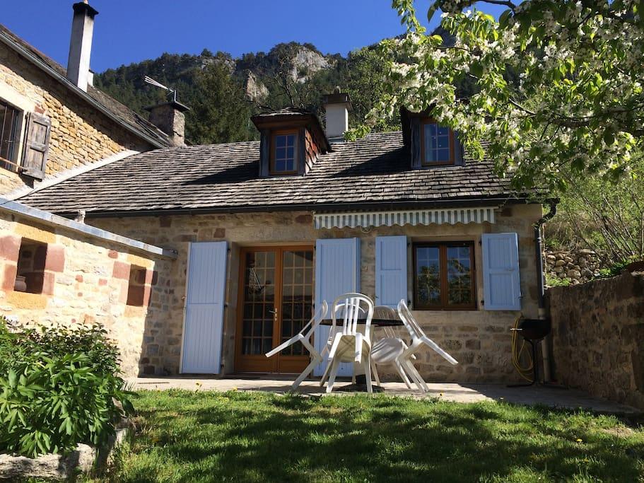 maison chalet en loz re id alement situ e houses for rent in saint saturnin occitanie france. Black Bedroom Furniture Sets. Home Design Ideas