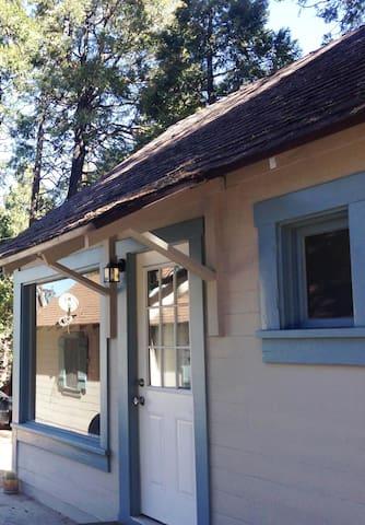 Cabin/ Upright Piano & Writer's Retreat - Crestline